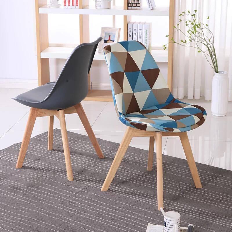 Ghế Eames lót nệm bọc vải bố họa tiết tam giác A30